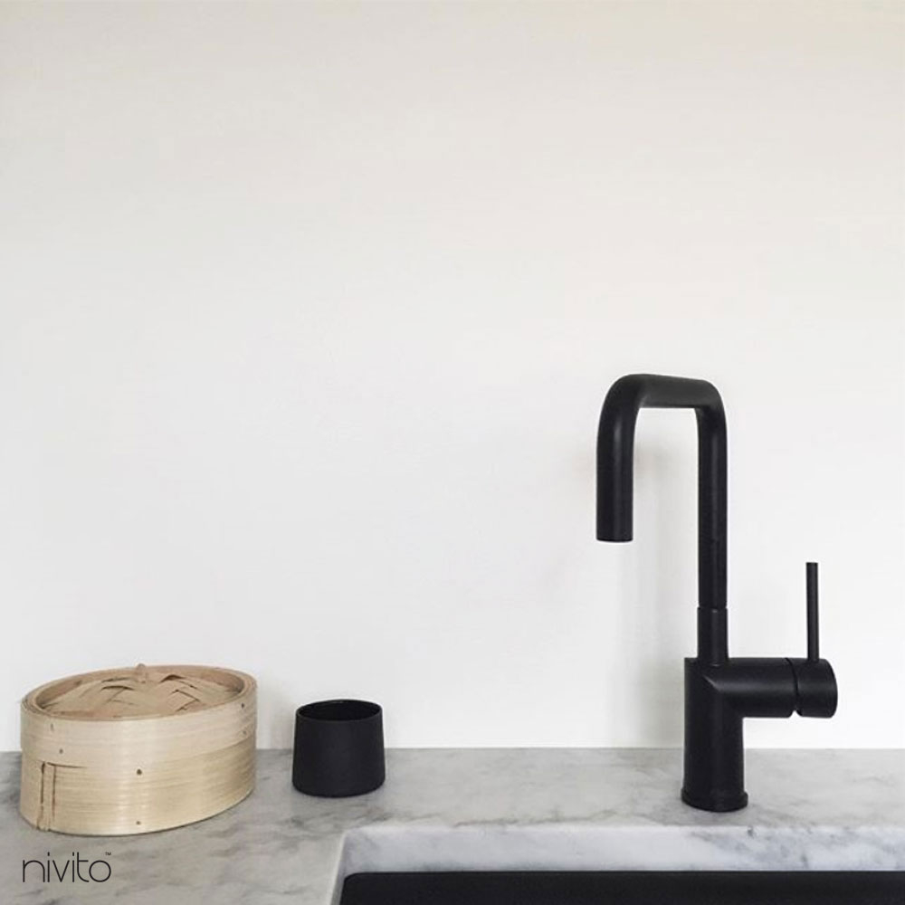 Water single handle faucet black
