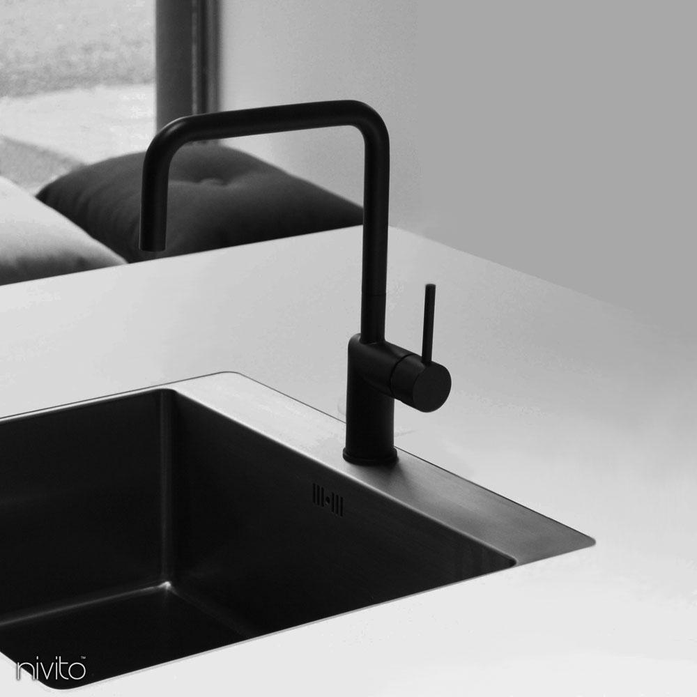Black faucet single hole single handle